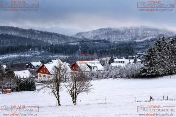 Verschneite Ferienhäuser Neuastenberg