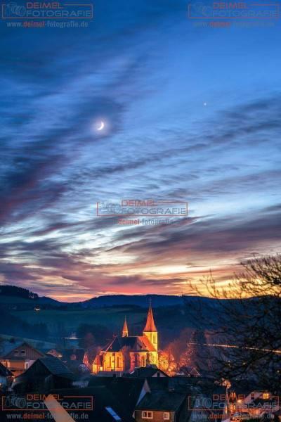 Kirche St. Katharina mit Mond