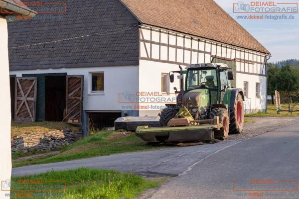 Scheune mit Traktor